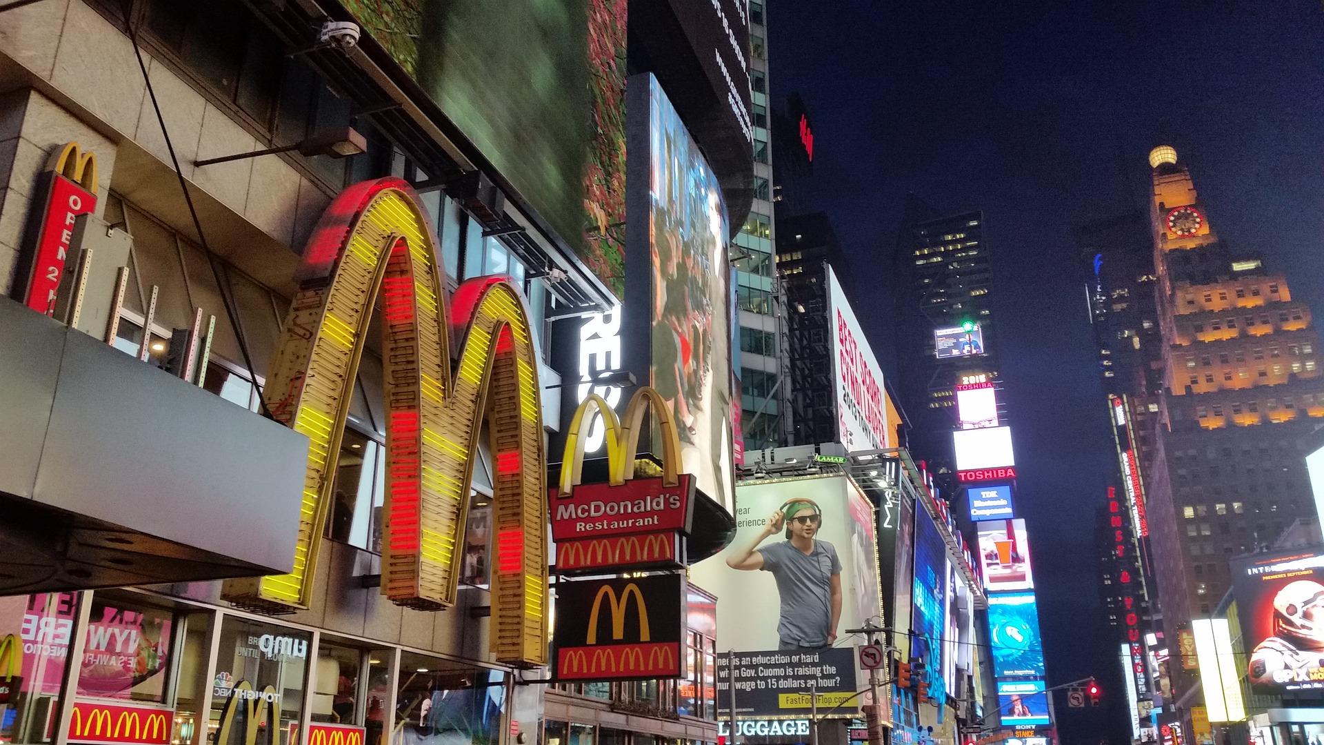 Employees as effective advertising: 2-legged billboards